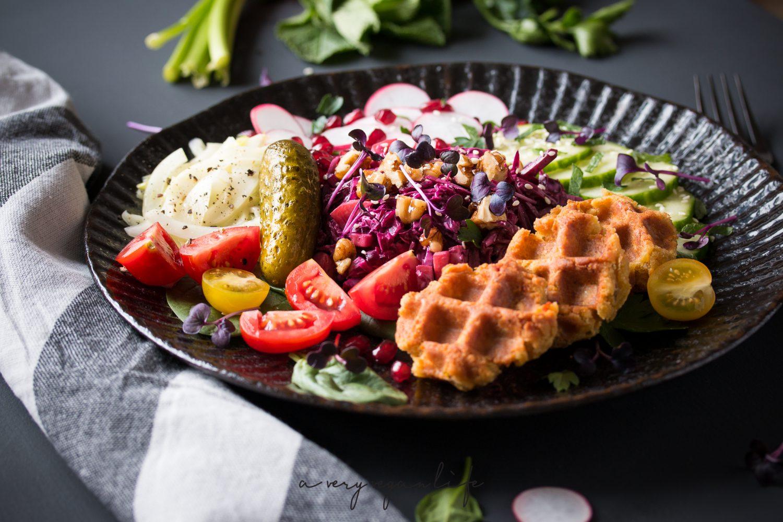 falafel waffles bowl rote beete rotkraut salat und karamellisierte waln sse a very vegan life. Black Bedroom Furniture Sets. Home Design Ideas